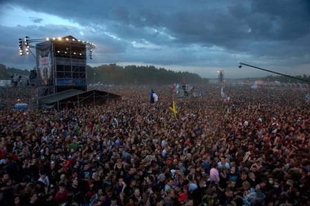 300.000 people in front of the stage @ Woodstock / KONTRUST